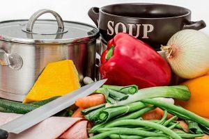 die moderne Küche bietet gute Möglichkeiten zur Arbeitsvorbereitung